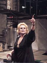 'COMPANY' (Sondheim - director: Sam Mendes)~Sheila Gish (Joanne)~Donmar Warehouse, London WC2         13/12/1995