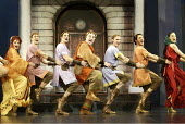 'A FUNNY THING HAPPENED ON THE WAY TO THE FORUM' (Shevelove/Gelbart/Sondheim - director: Edward Hall)~opening number - left: Isla Blair (Domina)   centre: Desmond Barrit (Prologus)~Olivier Theatre / N...