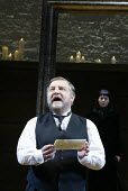 'TWELFTH NIGHT' (Shakespeare -  director: Sam Mendes)~Malvolio reads Olivia's letter: Simon Russell Beale (Malvolio), Helen McCrory (Olivia)~Donmar Warehouse, London WC2           22/10/2002