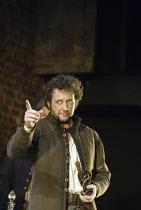 THE TAMING OF THE SHREW   by Shakespeare   director: Gregory Doran <br>,Jasper Britton (Petruchio)   ,Royal Shakespeare Company / Royal Shakespeare Theatre, Stratford-upon-Avon   09/04/2003,