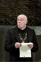 TWELFTH NIGHT   by Shakespeare   design: Robert Jones   lighting: Tim Mitchell   director: Gregory Doran ~Richard Wilson (Malvolio)   ~Royal Shakespeare Company (RSC) / Courtyard Theatre, Stratford-up...