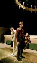 RICHARD II   by Shakespeare   design: Hildegard Bechtler   lighting: Peter Mumford   director: Deborah Warner ~l-r: Fiona Shaw (Richard II), David Threlfall (Henry Bolingbroke), Julian Rhind-Tutt (Edw...