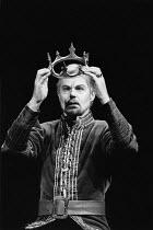 RICHARD II   by Shakespeare   design: Carl Toms   lighting: Mick Hughes   director: Clifford Williams ~Derek Jacobi (Richard II) ~Triumph Theatre Productions / Phoenix Theatre, London WC2   28/11/1988