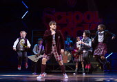 centre: David Fynn (Dewey Finn) in SCHOOL OF ROCK The Musical by Andrew Lloyd Webber opening at the New London Theatre, London WC2 on 14/11/2016 composer: Andrew Lloyd Webber book: Julian Fellowes lyr...