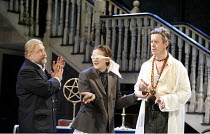 III/v - l-r: Simon Russell Beale (Face), Bryan Dick (Dapper), Alex Jennings (Subtle, The Alchemist) in THE ALCHEMIST by Ben Jonson at the Olivier Theatre, National Theatre (NT), London SE1 14/09/2006...