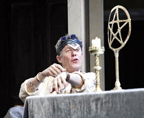 THE ALCHEMIST   by Ben Jonson   director: Nicholas Hytner,Alex Jennings (Subtle, The Alchemist),Olivier Theatre / National Theatre, London SE1            14/09/2006,