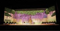 Kabuki - ^FUJI MUSUME^,set,Sadler^s Wells, London EC1         31/05/2006,
