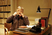 THE PHILANTHROPIST   by Christopher Hampton   director: David Grindley,Simon Russell Beale (Philip),Donmar Warehouse / London WC2        13/09/2005       ,