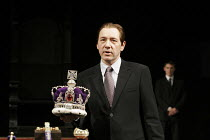 RICHARD II   by Shakespeare   director: Trevor Nunn,IV/i: Kevin Spacey (Richard II),Old Vic Theatre, London SE1                  04/10/2005,
