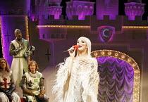 Monty Python^s SPAMALOT   book & lyrics: Eric Idle   music: John Du Prez & Eric Idle   director: Mike Nichols,Hannah Waddingham (The Lady of the Lake),Palace Theatre, London W1         16/10/2006,