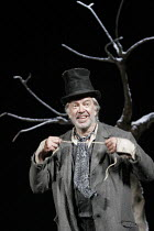 'WAITING FOR GODOT' (Beckett - director: Peter Hall),James Laurenson (Vladimir) ,Theatre Royal Bath             25/08/2005,