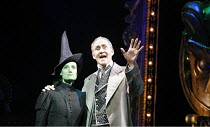 WICKED   music & lyrics: Stephen Schwartz    book: Winnie Holzman   based on the novel by Gregory Maguire   director: Joe Mantello,Idina Menzel (Elphaba), Nigel Planer (The Wizard),Apollo Victoria, Lo...