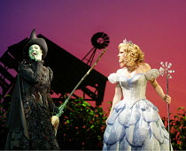 WICKED   music & lyrics: Stephen Schwartz    book: Winnie Holzman   ,based on the novel by Gregory Maguire   director: Joe Mantello,l-r: Idina Menzel (Elphaba), Helen Dallimore (Glinda),Apollo Victori...