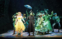 WICKED   music & lyrics: Stephen Schwartz    book: Winnie Holzman   based on the novel by Gregory Maguire   director: Joe Mantello,front centre, l-r: Helen Dallimore (Glinda), Idina Menzel (Elphaba),A...