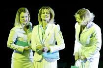 GOTTERDAMMERUNG (Wagner)~l-r: Marianne Andersen (Wellgunde), Leah Marian Jones (Flosshilde), Inka Rinn (Woglinde)~Scottish Opera / Festival Theatre, Edinburgh                  05/04/2003