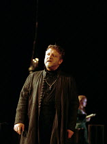 Simon Russell Beale (Hamlet, Prince of Denmark) with (rear) Cathryn Bradshaw (Ophelia) in  HAMLET by Shakespeare at the Lyttelton Theatre, National Theatre (NT), London SE1: first night 05/09/2000 ~de...