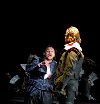'MACBETH' (Verdi)~banquet scene - Macbeth 'sees' Banquo's ghost: Sergei Murzaev (Macbeth), Evgeny Nikitin (Banquo)~Kirov Opera/The Royal Opera, London WC2  11/07/2001