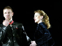 MACBETH  by Shakespeare  design: Michael Pavelka  lighting: Ben Ormerod  director: Edward Hall ~Sean Bean (Macbeth), Samantha Bond (Lady Macbeth)~Albery Theatre, London WC2  14/11/2002 ~(c) Donald Coo...