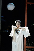 'MADAM BUTTERFLY'(Puccini)~Butterfly prepares for death: Ai-Lan Zhu (Madam Butterfly)~Royal Albert Hall, London   20/02/2003