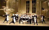 'THE MIKADO' (Gilbert & Sullivan)~~English National Opera/London Coliseum, WC2     10/12/2001