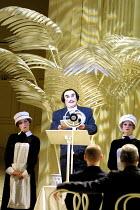 'THE MIKADO' (Gilbert & Sullivan)~'I've got a little list...': Richard Suart (Ko-Ko)~English National Opera/London Coliseum, WC2     10/12/2001
