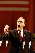 'NIXON IN CHINA' (Adams/Goodman)~James Maddalena (Richard Nixon)~English National Opera  07/06/2000