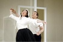 'LE NOZZE DI FIGARO' (Mozart)   (director: Daniel Farncombe   conductor: Mark Wigglesworth)~Sarah Fox (Susanna), Christopher Maltman (Figaro)~Glyndebourne Festival Opera                     06/07/2003