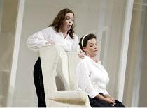 'LE NOZZE DI FIGARO' (Mozart)   (director: Daniel Farncombe   conductor: Mark Wigglesworth)~l-r: Linda Tuvas (Cherubino), Sarah Fox (Susanna)~Glyndebourne Festival Opera                   06/07/2003