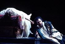 'OTELLO' (Verdi - director: Elijah Moshinsky) final scene - dying Otello by Desdemona's body: Elena Prokina, Dennis O'Neill The Royal Opera / Covent Garden, WC2                   13/01/1995