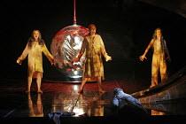 'DAS RHEINGOLD' (Wagner - conductor: Antonio Pappano   director: Keith Warner  ,set design: Stefanos Lazaridis   costume design: Marie-Jeanne Lecca   lighting: Wolfgang G�bbel),l-r: Sarah Fox (Woglind...