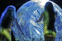'DAS RHEINGOLD' (Wagner - conductor: Antonio Pappano   director: Keith Warner  ,set design: Stefanos Lazaridis   costume design: Marie-Jeanne Lecca   lighting: Wolfgang G�bbel),opening scene - nude Rh...
