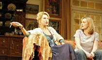 AMY^S VIEW   by David Hare   director:Peter Hall~l-r: Felicity Kendal (Esme Allen), Jenna Russell (Amy Thomas)~Garrick Theatre, London WC2                          20/11/2006