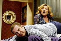 'BEDROOM FARCE' (Ayckbourn)~Nigel Lindsay (Nick), Samantha Spiro (Jan)~Aldwych Theatre, London WC2               08/04/2002