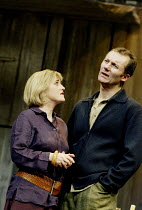 'BENEFACTORS' (Frayn)~Sylvestra Le Touzel (Jane), Aden Gillett (David)~Albery Theatre, London WC2                  25/06/2002