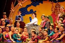 'THE KING AND I' (Rodgers & Hammerstein),centre: Josie Lawrence (Anna Leonowens),London Palladium  09/05/2001,