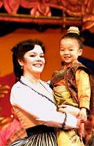 'THE KING AND I' (Rodgers & Hammerstein)~Josie Lawrence (Anna Leonowens)with Chisa Hoshikawa ~London Palladium  09/05/2001