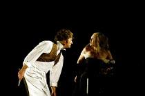 'SWEENEY TODD' (Sondheim)~Steven Page (Sweeney Todd), Gillian Kirkpatrick (Beggar Woman)~Opera North/Leeds               25/04/2002