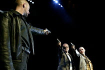 'THE LIEUTENANT OF INISHMORE' (McDonagh)~l-r: Glenn Chapman (Joey), Peter Gowen (Christy), Luke Griffin (Brendan)~Garrick Theatre, London WC2                26/06/2002