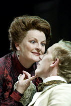 'MRS WARREN'S PROFESSION' (GB Shaw: director - Peter Hall)~Brenda Blethyn (Mrs Warren), Laurence Fox (Frank Gardiner)~Strand Theatre, London WC2                  10/10/2002