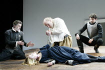'KING LEAR' (Shakespeare)~l-r: Garry Cooper (Earl of Kent), Rachel Pickup (Cordelia), Timothy West (King Lear), Nick Fletcher (Edgar)~The Old Vic   London SE1                         25/03/2003