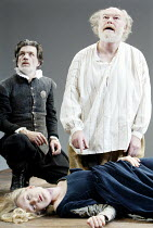 'KING LEAR' (Shakespeare)~l-r: Garry Cooper (Earl of Kent), Rachel Pickup (Cordelia), Timothy West (King Lear)~The Old Vic   London SE1                         25/03/2003