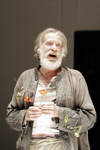 'KING LEAR' (Shakespeare - director: Steven Pimlott),IV/v - David Warner (King Lear),Minerva Theatre / Chichester Festival Theatre / West Sussex, England          17/05/2005,