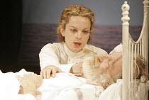 'KING LEAR' (Shakespeare - director: Steven Pimlott),IV/vi: Kay Curram (Cordelia), David Warner (King Lear),Minerva Theatre / Chichester Festival Theatre / West Sussex, England          17/05/2005,