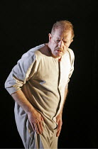 'KING LEAR' (Shakespeare - director: Bill Alexander),Lear descends into madness: Corin Redgrave (King Lear),Royal Shakespeare Company /  Albery Theatre, London WC2          18/01/2005...