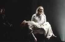 KING LEAR   by Shakespeare   director: Jonathan Miller,V/iii: Kim Thomson (Cordelia), Eric Porter (King Lear),Old Vic Theatre, London SE1                      28/03/1989,