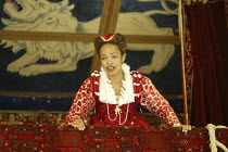 'ROMEO AND JULIET' (Shakespeare - director ('Master of Play') Tim Carroll)~Kananu Kirimi (Juliet)~Shakespeare's Globe, London SE1         19/05/2004