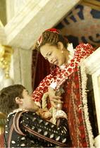 'ROMEO AND JULIET' (Shakespeare - director ('Master of Play') Tim Carroll)~Tom Burke (Romeo), Kananu Kirimi (Juliet)~Shakespeare's Globe, London SE1         19/05/2004