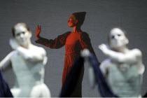 'AIDA' (Verdi - conductor: Antonio Pappano   director/design/lighting: Robert Wilson)~Ragnild Olsen ~The Royal Opera / Covent Garden, London WC2          08/11/2003