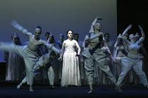 'AIDA' (Verdi - conductor: Antonio Pappano   director/design/lighting: Robert Wilson)~centre: Norma Fantini (Aida)~The Royal Opera / Covent Garden, London WC2          08/11/2003