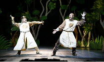 Monty Python^s SPAMALOT   book & lyrics: Eric Idle   music: John Du Prez & Eric Idle   director: Mike Nichols <br>,l-r: Simon Russell Beale (King Arthur), David Birrell (Patsy),Palace Theatre, London...